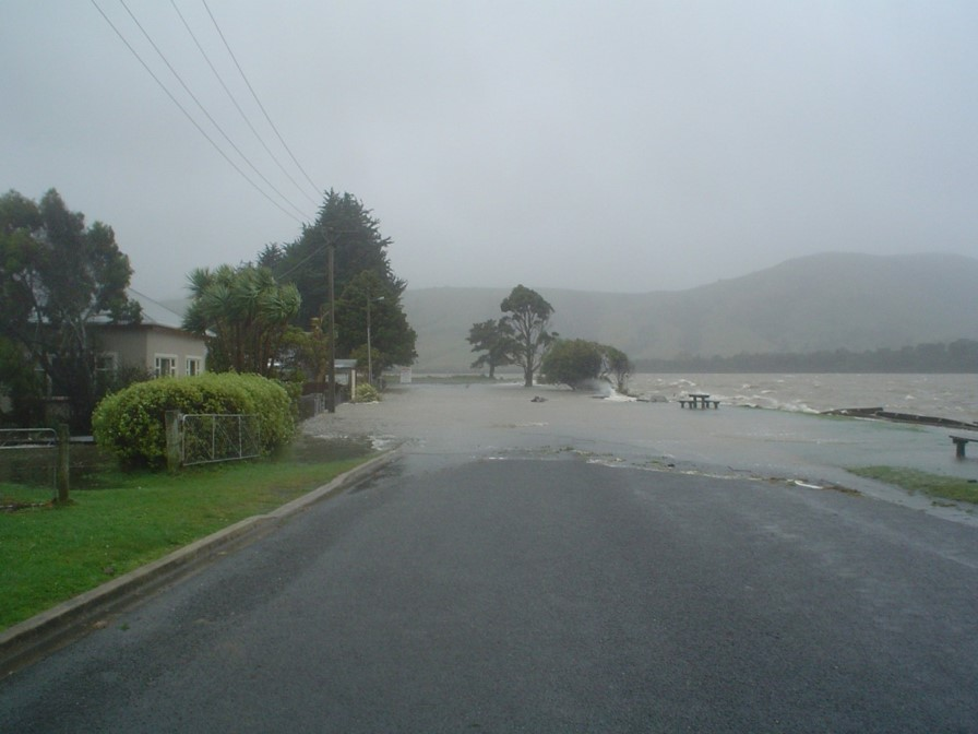 Storm surge affecting Pounawea, April 2006. Photo: Mike Hilton (University of Otago)